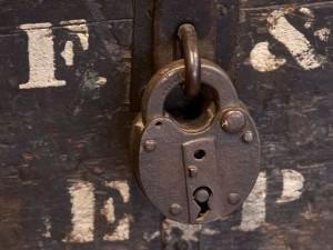 角居厩舎の扉
